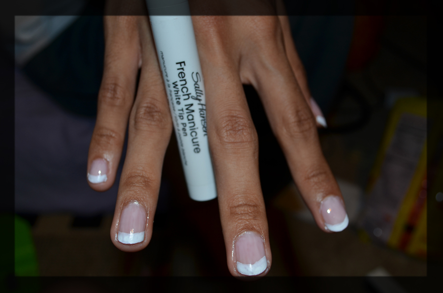 French Manicure | Saerys Works of Creativity